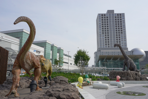 福井駅と恐竜